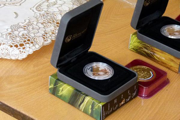 Россельхозбанк драгоценные монеты 100 белорусских рублей в рублях