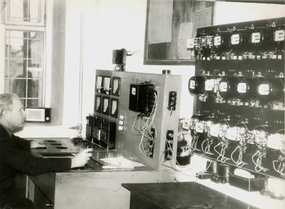 1977 г.  - работа на стенде по поверке электрических счётчиков