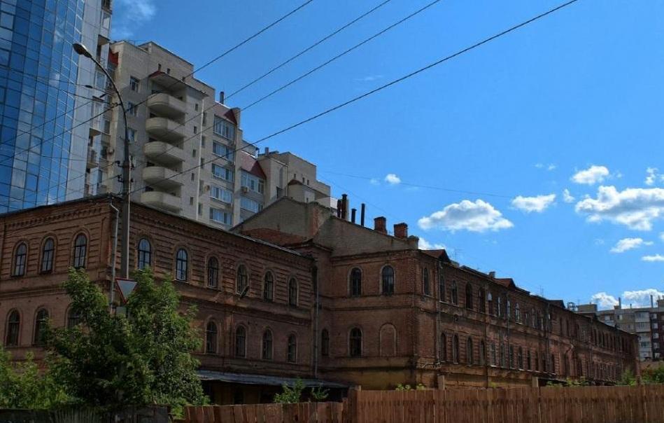 Аренда за 1 рубль: Москва сдает бизнесу старинные особняки, Саратов предлагает казарму
