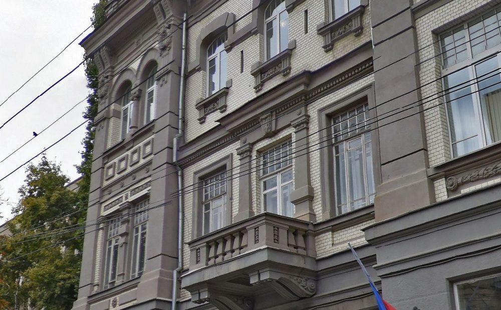 Саратовский суд взял под охрану паркет и балконы обкома партии
