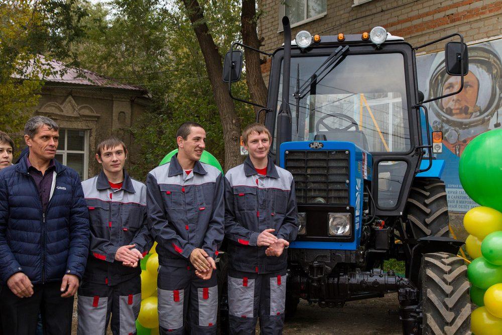 Холдинг «Солнечные продукты» поддержит Питерский лицей, подготовивший лучших трактористов
