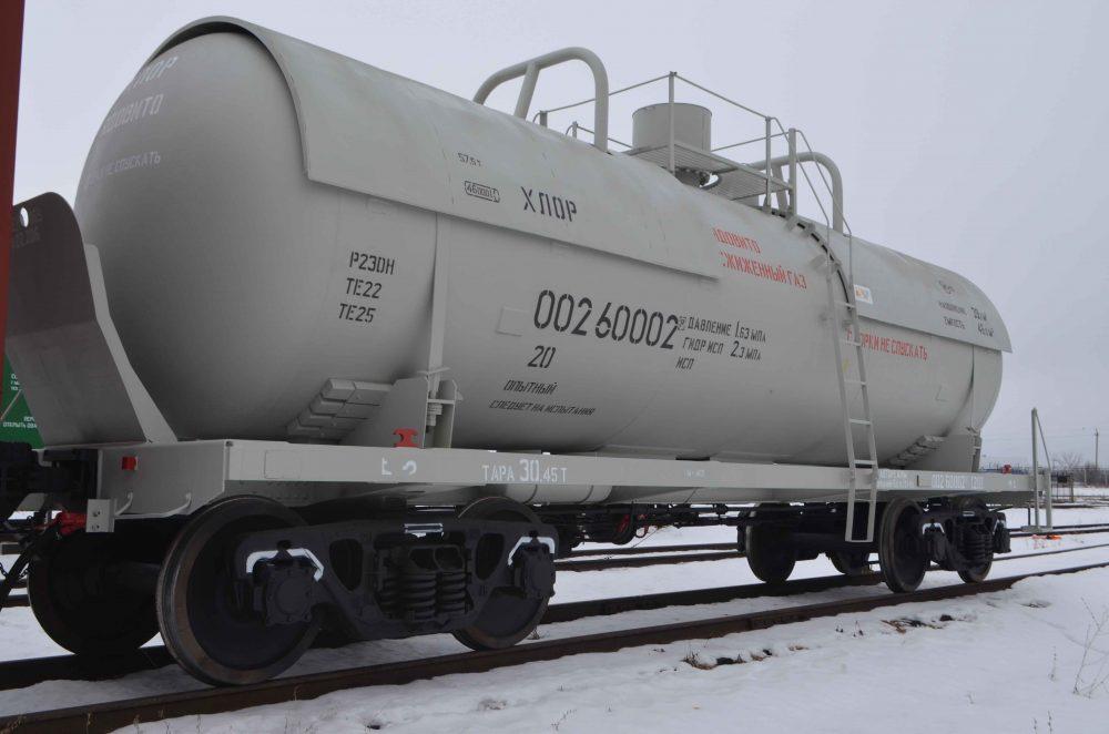 Энгельсский завод металлоконструкций стал первым в России выпускать вагоны-цистерны для хлора