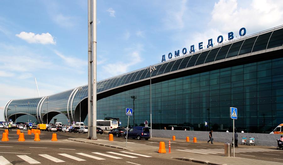 Он в качестве одной из баз использует аэропорт катовице в польше, который находится в 100 км от ближайшего интересного туристу города - кракова
