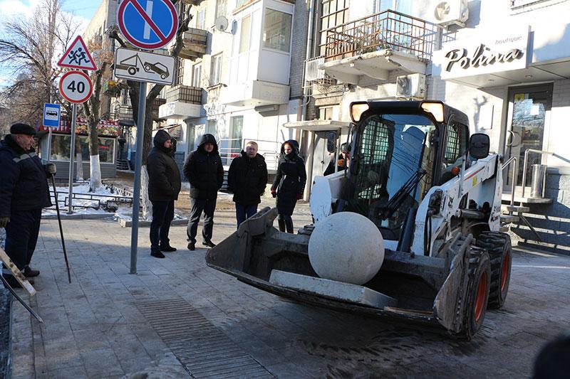 Рейтинг Валерия Сараева укатился вместе с бетонными шарами с саратовских улиц