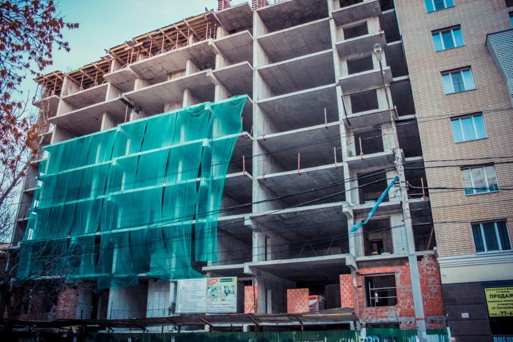 «Саратовоблжилстрой» зацепился за «Буй»: 22-этажный дом пытаются построить на участке под ИЖС