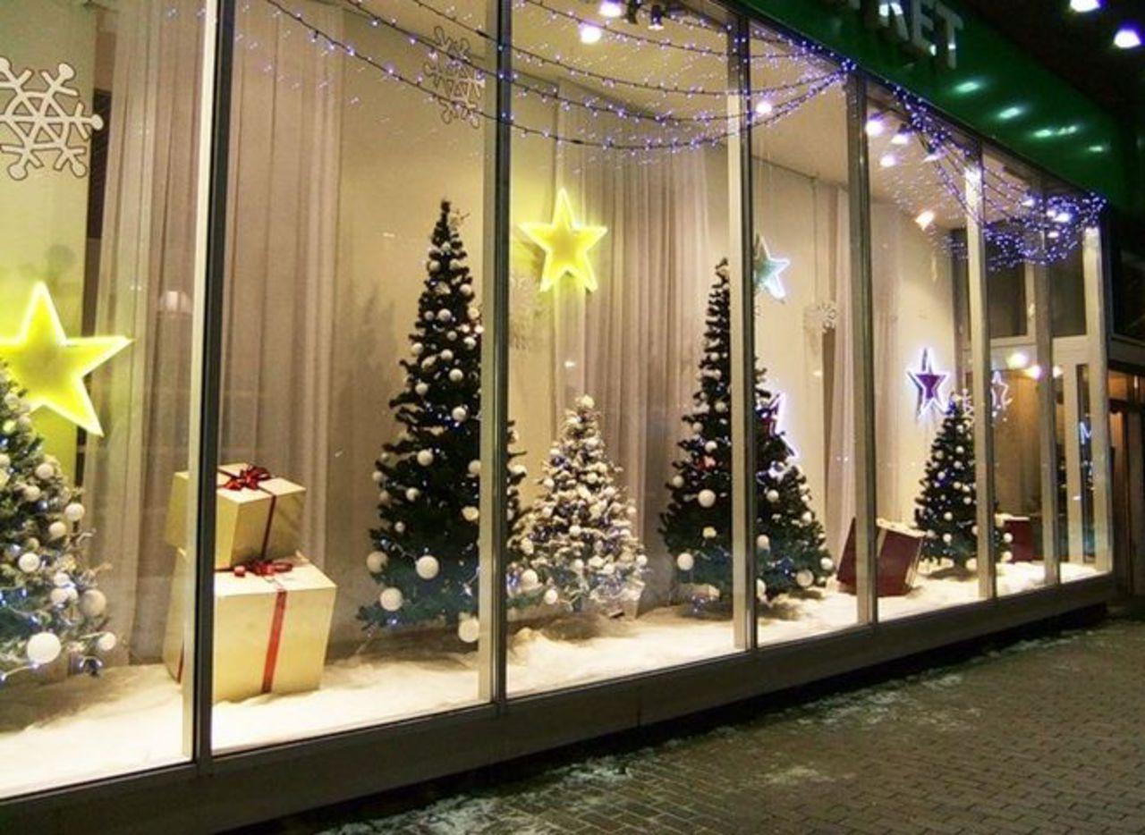 Потерявшие вывески с подсветкой саратовские бизнесмены отведут душу на новогодних гирляндах