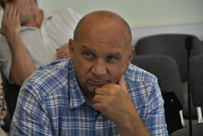 «Автотрасса» будет перекладывать треснувшую плитку, а саратовский депутат разобьет палатку возле областной думы