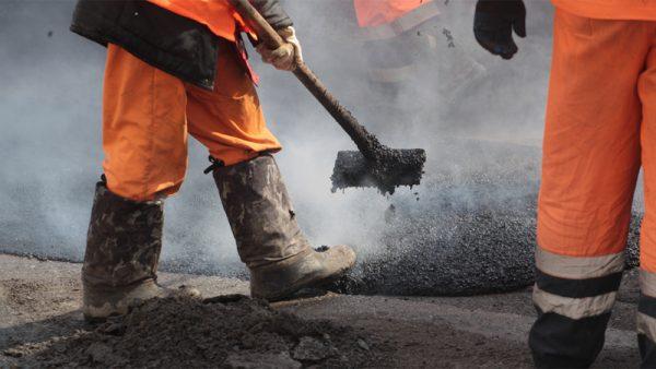 Энгельсские дороги: новые подрядчики вышли на бывшие объекты «Промдорстроя» и показывают хорошие темпы