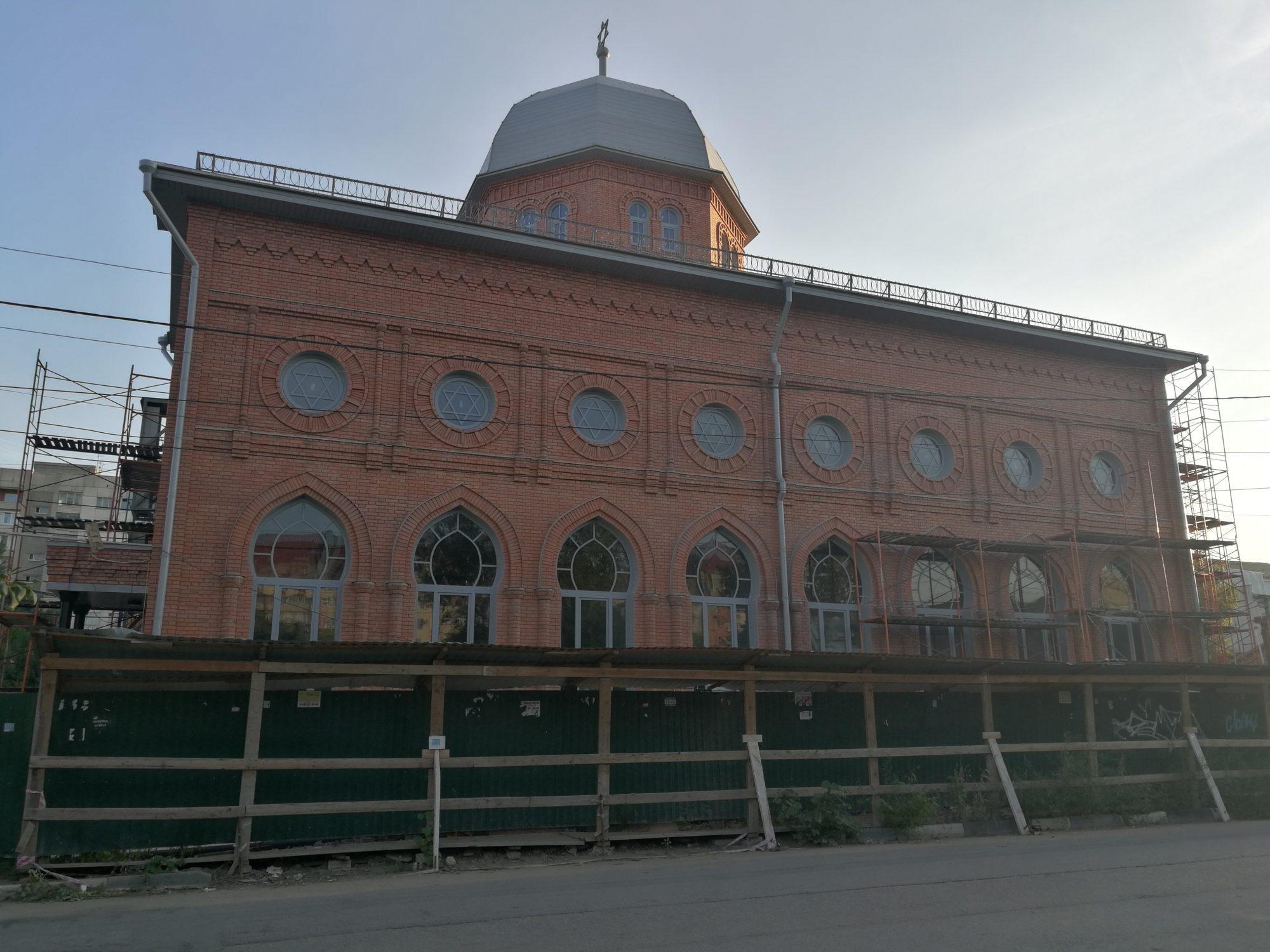 Хоральная синагога в Саратове, средства на которую пожертвовал Виктор Вексельберг, достраивается ударными темпами