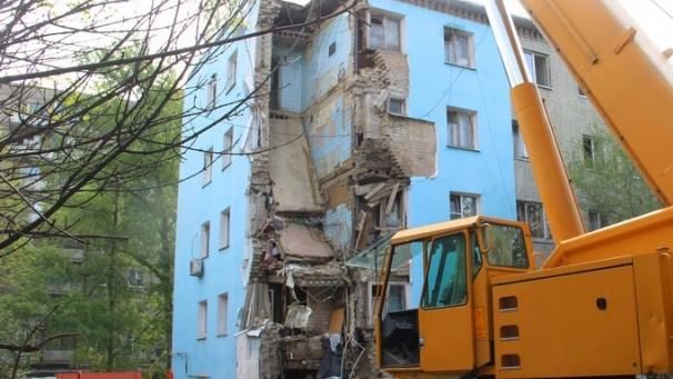Жителей обрушившегося саратовского дома прокуратура попросила на выход из временных квартир