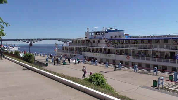 В Саратов не причалят теплоходы: мэрия до августа будет ремонтировать причальную стенку. Но на набережной появятся аттракционы из Воронежа