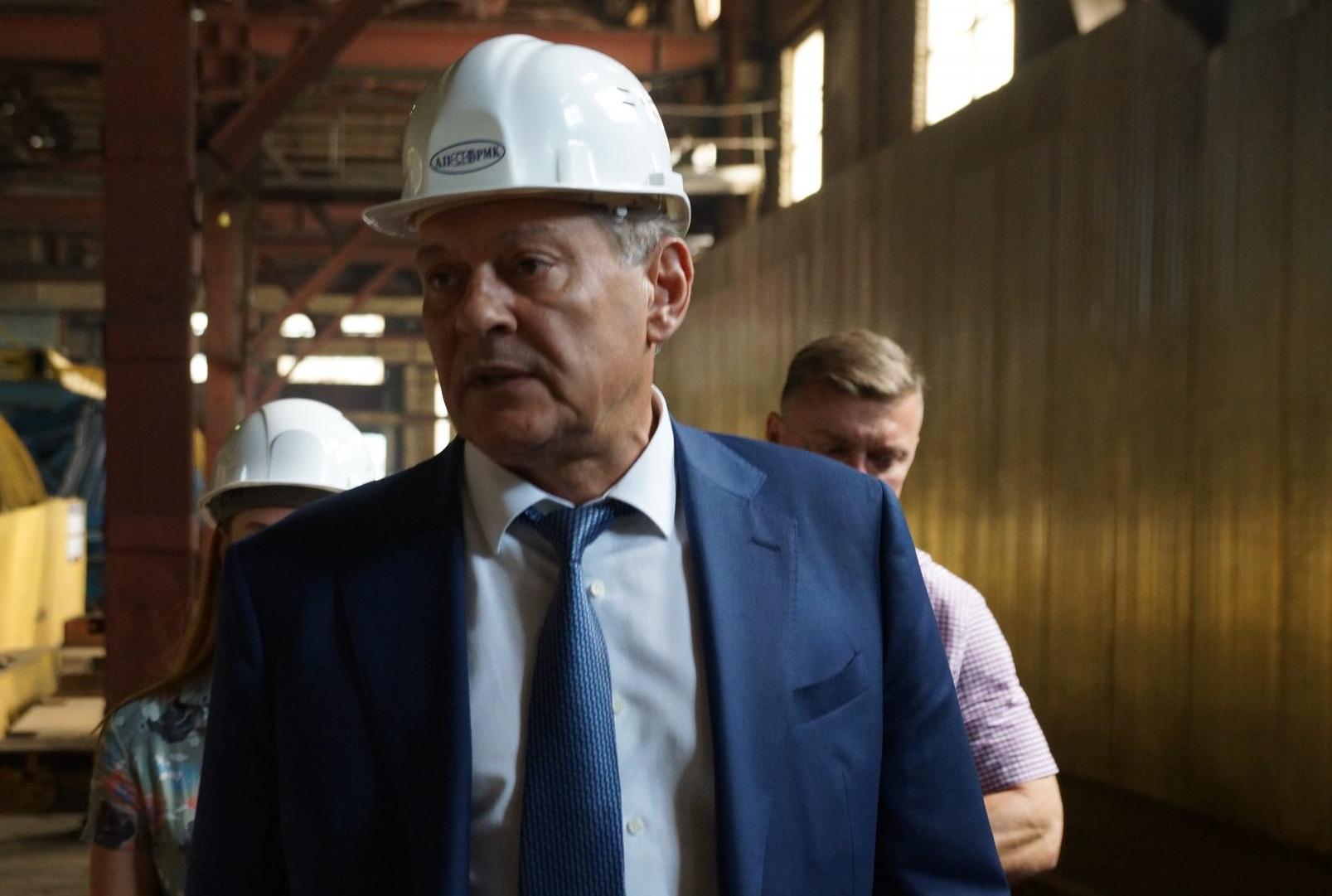 Саратовский завод резервуарных металлоконструкций посетил председатель облправительства Александр Стрелюхин