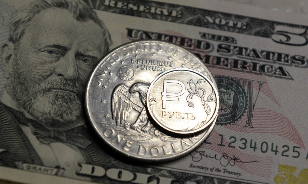 RUSSIA-FOREX-RUBLE-ECONOMY-CURRENCY
