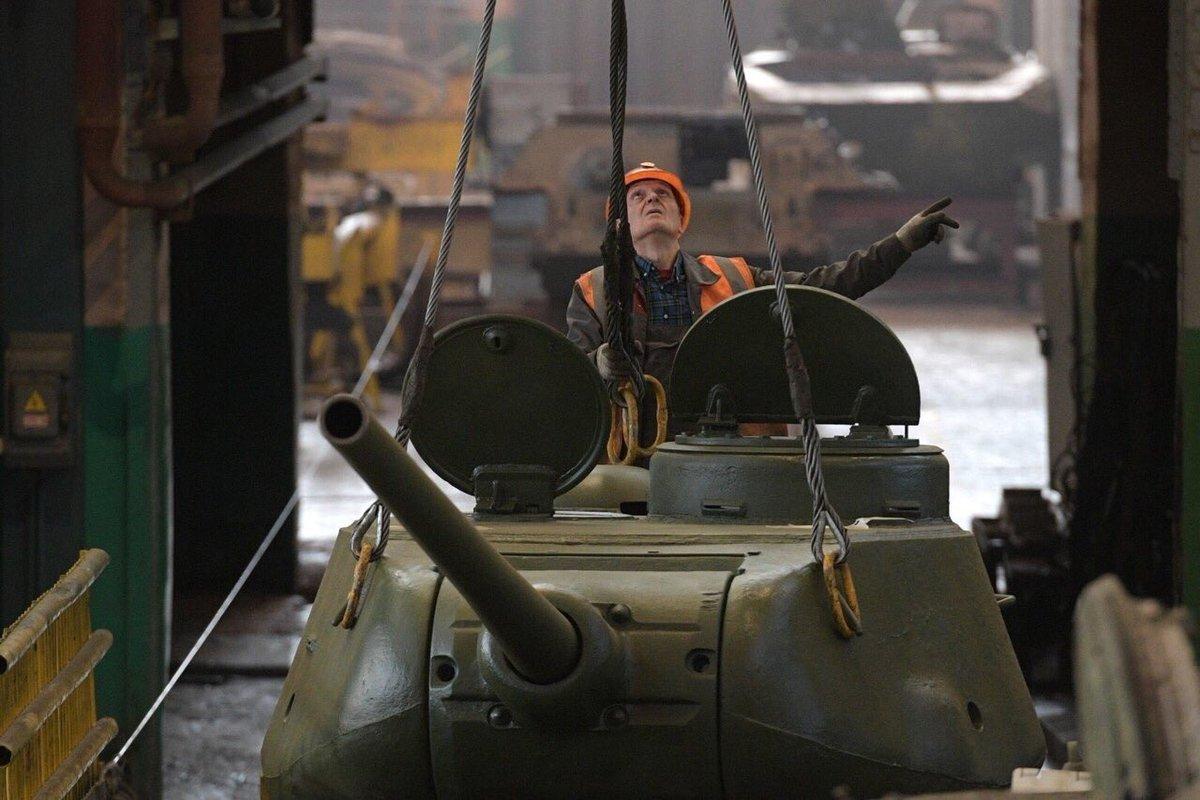 Купленный год назад энгельсский завод, чинивший танки Т-34, хотели продать вчетверо дороже как «коммерческую недвижимость»