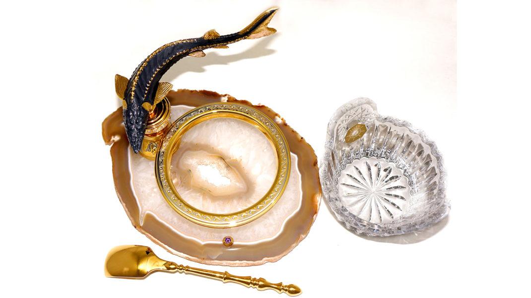 Икрометные закупки: в разгар пандемии Госдума приобретает золотую посуду, Совфед — платки с танками