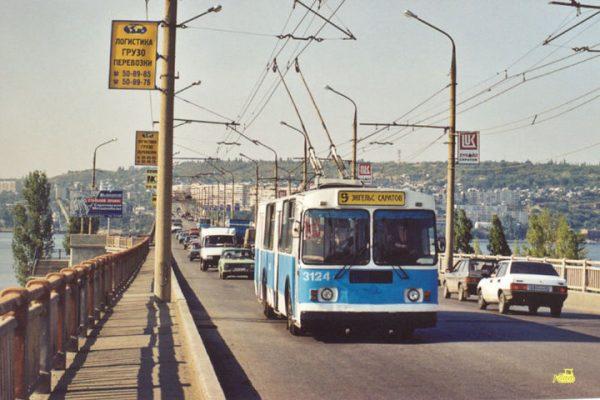 Нет троллейбуса, сойдет и автобус. Саратовский минтранс ищет частных перевозчиков на маршрут Саратов-Энгельс