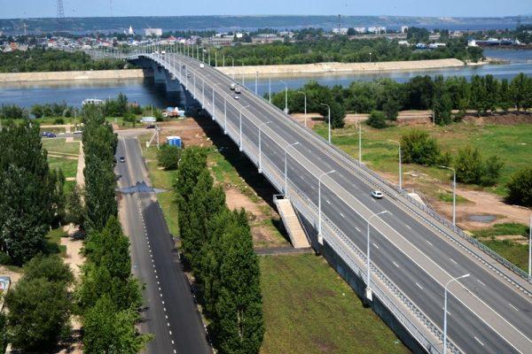 Вместо спонсоров — бюджет: за чей счет в Балаково строят спуск с моста «Победы». Про вторую очередь после выборов забудут?
