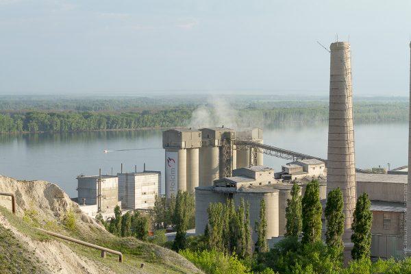 На цементном заводе в Вольске не будут сжигать мусор, но хотели бы. Если владельца во Франции не закроют за поддержку ИГИЛ
