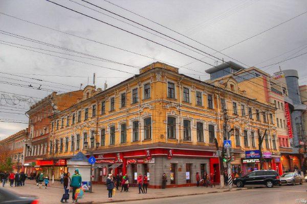 Расхищение «Европы»: почему собственники старинного здания в центре Саратова не могут договориться о реставрации